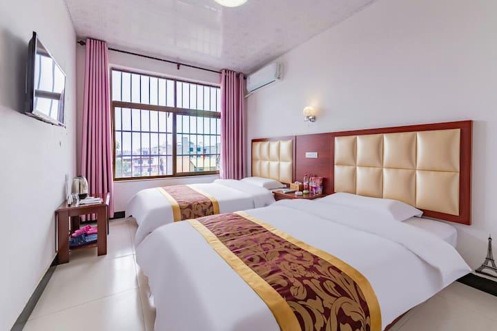 Huashan double bed room (public toilet)