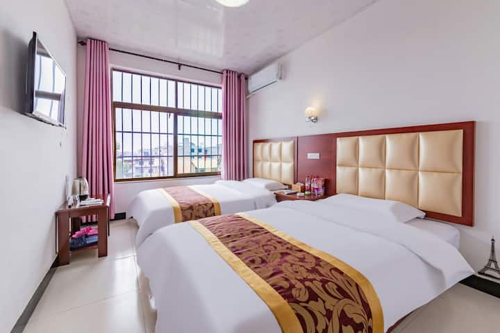 Huashan double bed room (public toilet)
