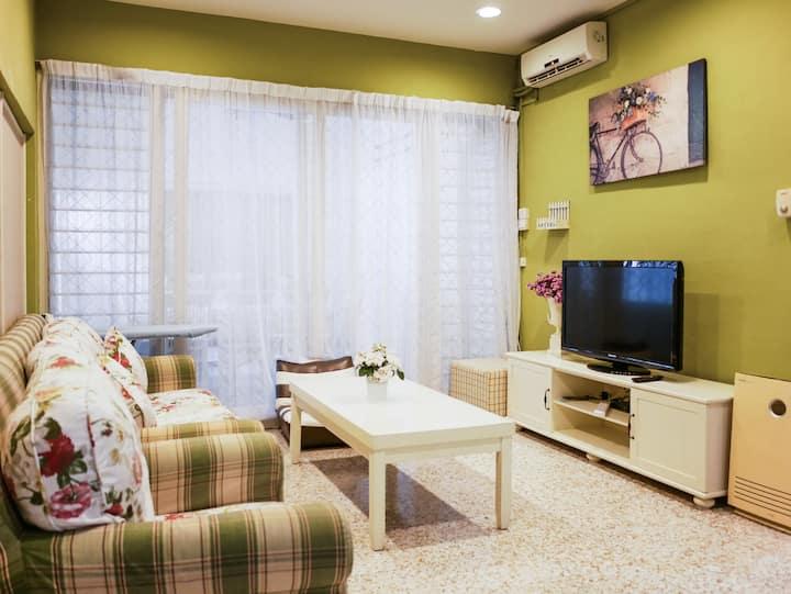 5 bedrooms 12 paxs House at Gelugor, USM, Penang.