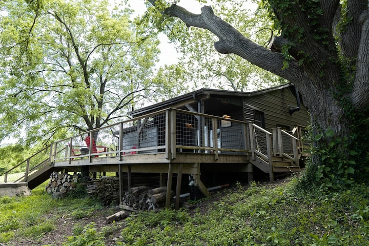 Cabin on I-75 in Lexington an Outdoor Destination