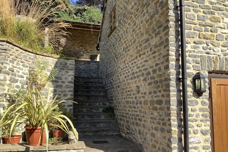 Steps leading to entrance of Lime Kiln Loft