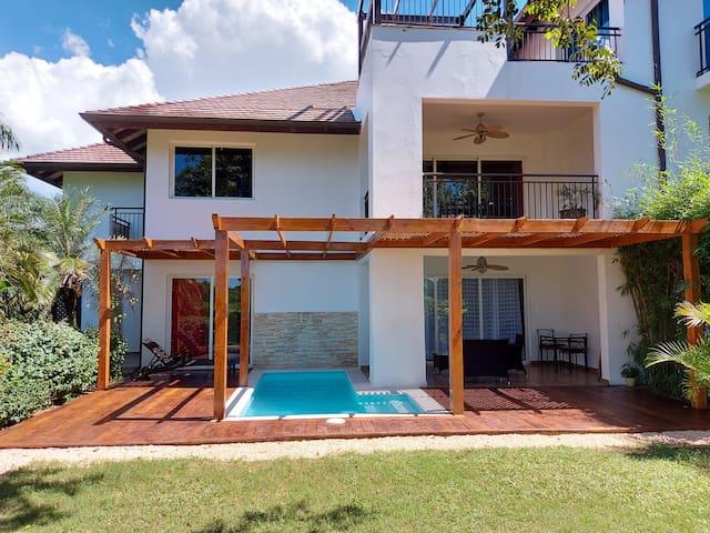 Casa del Lago 3 bed/3.5 bath w/private pool (#104)