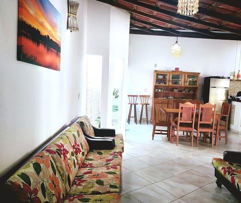 Casa na Praia da Guanabara, a 900m de Castelhanos
