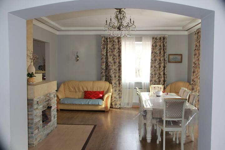 Уютный дом 5 спален, с камином, верандой и садом