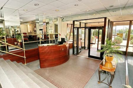 The main entrance to the building . 24 hrs concierge , door man service available. Easy access to the building.