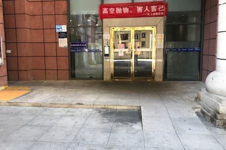 楼下大门有2米宽
