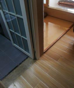 房间之间无台阶。