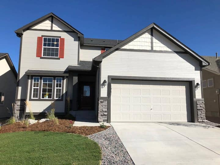 Brand new home with mountain views!