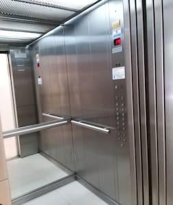 ascensor amplio