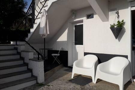 studio coquet indépendant- Terrasses de St Germain