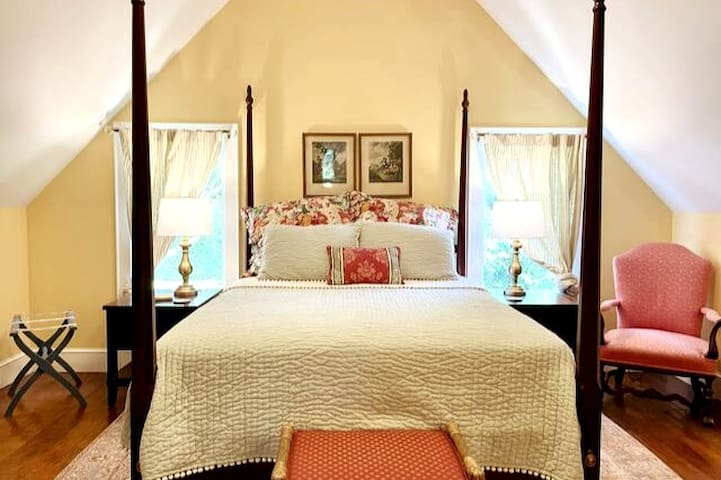 "The Queen-bed ""Alsace"" room"