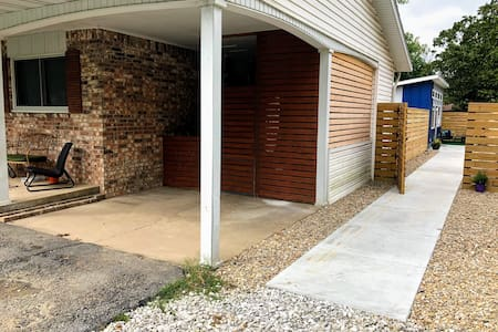 There are no steps or curbs getting to the tiny house. Please note the difference in ground materials, however. The parking spaces are gravel, asphalt, and concrete.