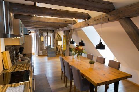 Altstadt Bestlage-75qm-Galerie-Balkon-Büro-Netflix