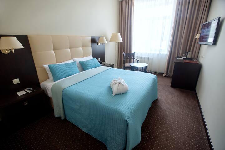 отель Бардин номер категории Single Superior (одноместный улучшенный) с кроватью «QUEEN SIZE»