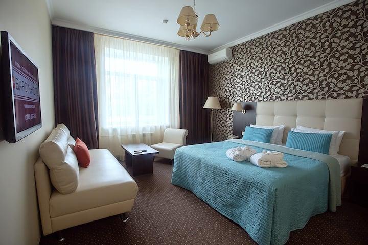 отель Бардин номер Junior Suite (полулюкс) с кроватью «KING SIZE»
