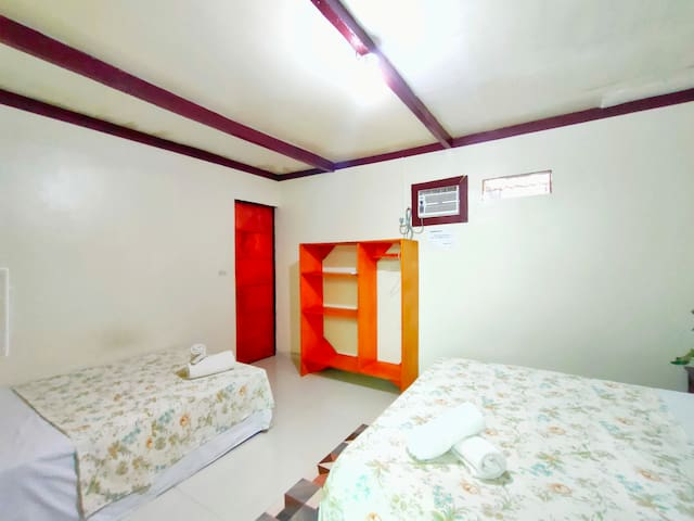 Accommodates 2-3 pax with airconditioning and ensuite
