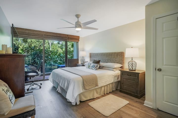 Deluxe King Bed comfort, semi firm mattress, all new furniture, bedding, fully remodeled in July 2020