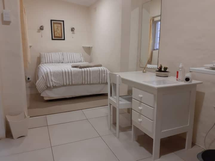 Acacia Gardens - the studio with Kitchenette