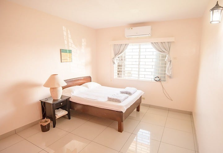 Room in city center w/2 share bath(Cheap Rentacar)