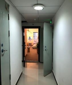 出电梯进门有灯