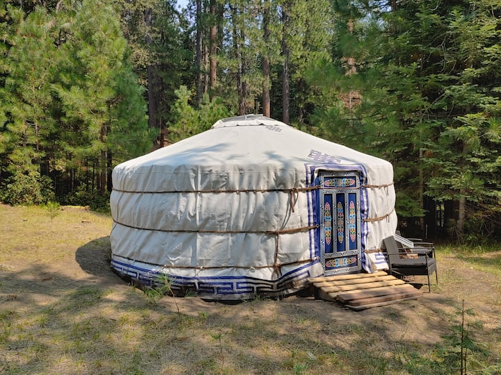 Yurt In Secluded Setting Near Mt Shasta & McCloud
