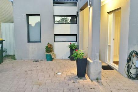 Basamaksız giriş yolu