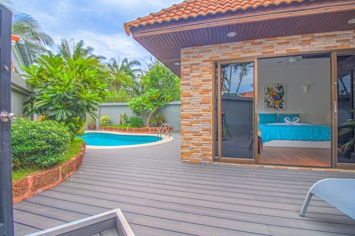 VIEW TALAY VILLAS POOL B