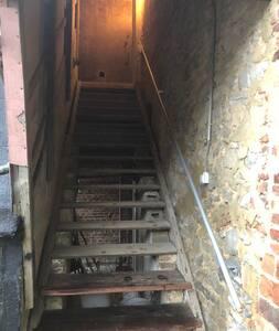 Няма стълби или стъпала за влизане