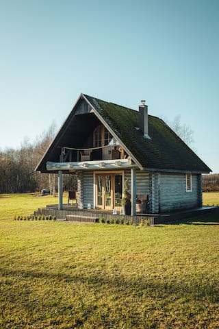 Beautifull Countryside Wooden Logg house Skriveri