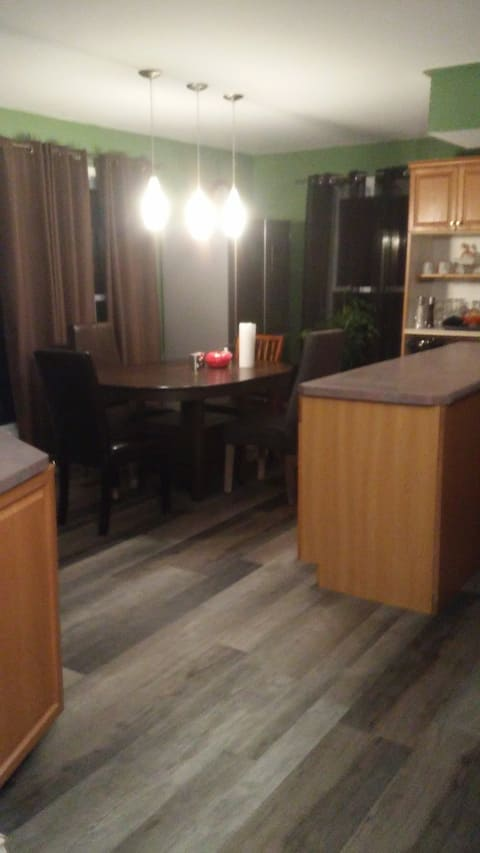 Weekly stays Welcome Lg Apt.  3 Beds Available