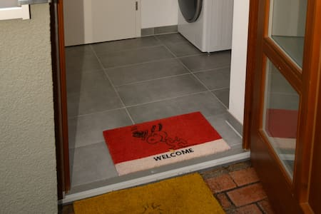 No stairs or steps to enter