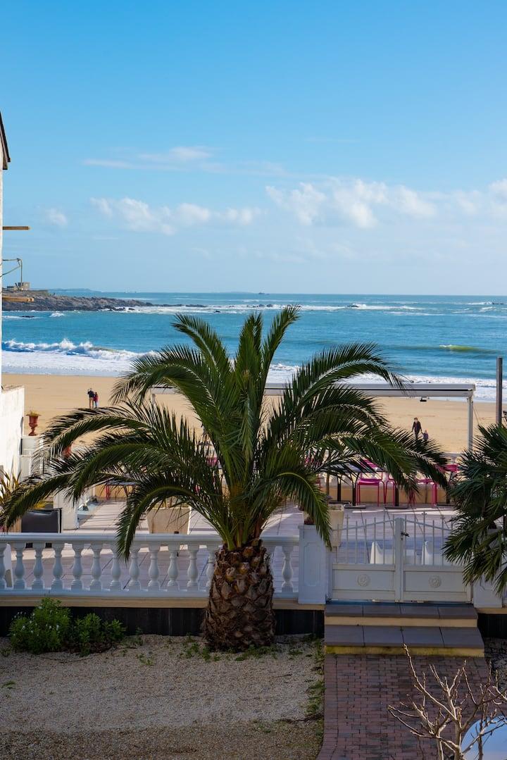 Studio vue mer à quelques mètres de la plage