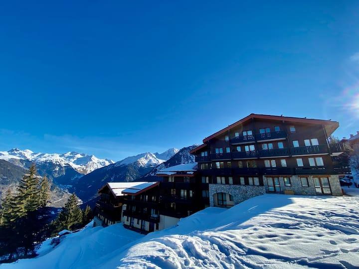 Le Charmantin Courchevel 1550 skis aux pieds