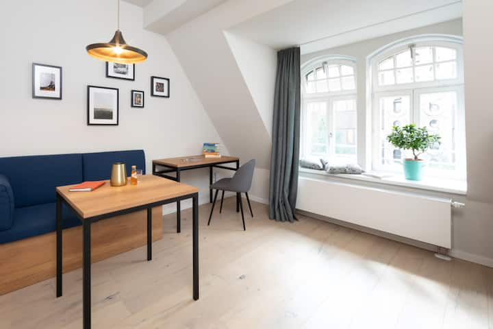 "Brera ""Comfy"" Apartment - Your Mid Stay Rate"