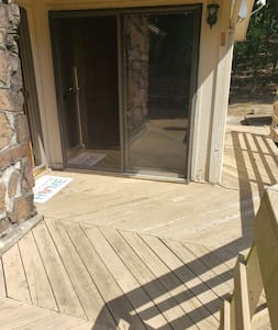 wheelchair accessible ramp to front door.
