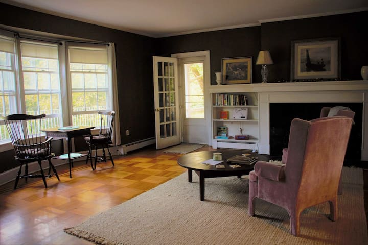 bay windows to lakeview. all furniture has been updated. see other picturesl