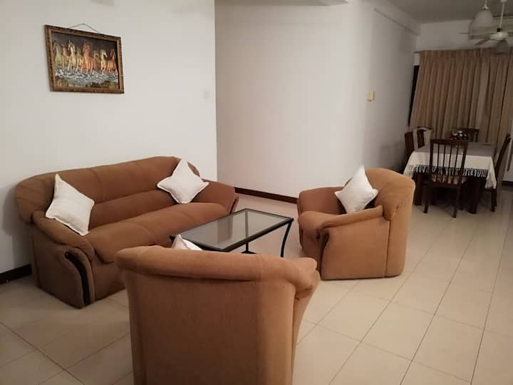 Cozy airconditioned spacious 3 roomed apartment