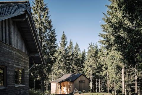 """RAMENAI Das Böhmerwaldlerdorf """"Holzknechthütte"""""""