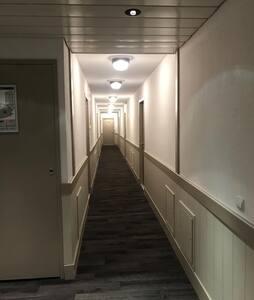 Couloir après ascenseur