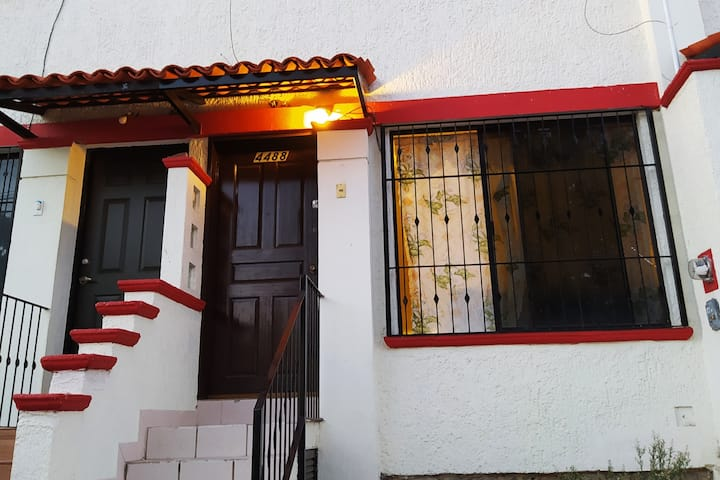 Cozy little house near Expo GDL/Univa