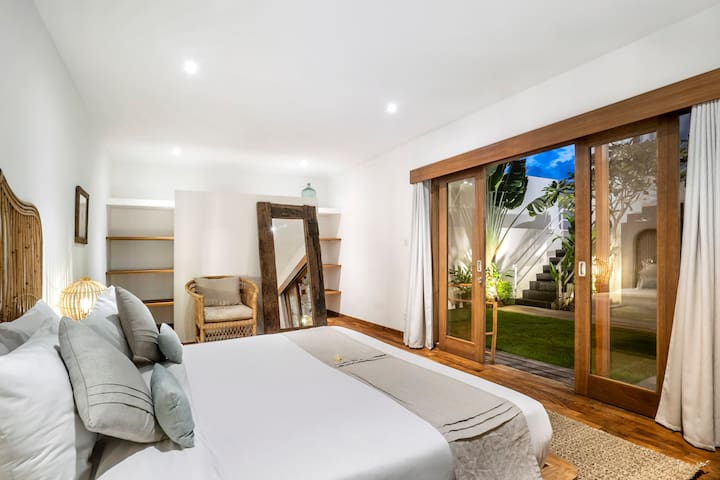 Air conditioned bedroom with ensuite shower bathroom