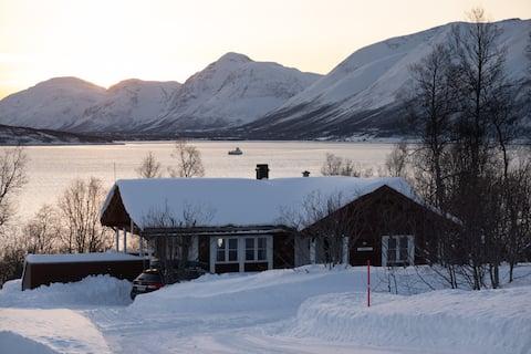 Lyngen cabin with jacuzzi.