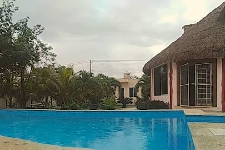 Habitación independiente en La Veleta con alberca!