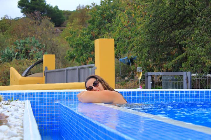 Exclusiva villa II dormitorios con piscina y BBQ