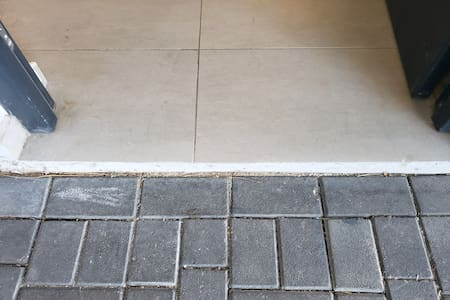 Enter the villa from the parking. Small step 4 cm.