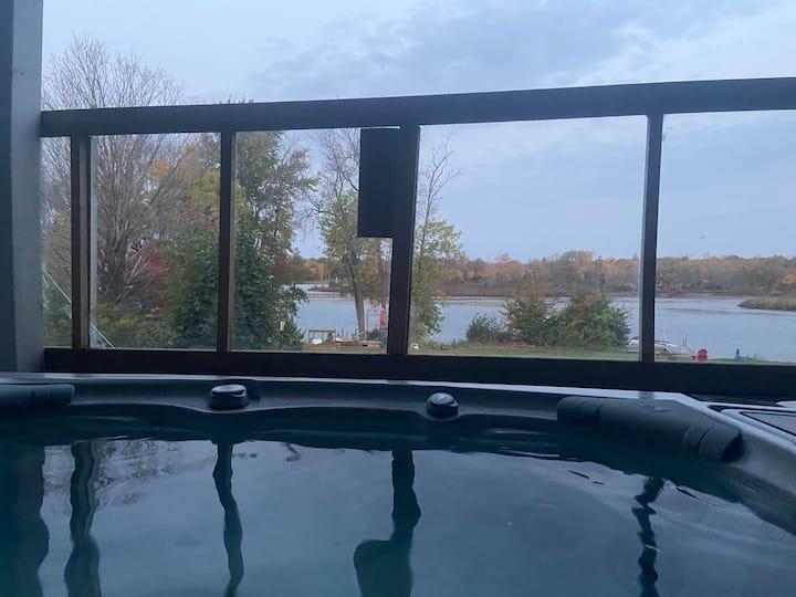 retreat Zen/Oasis 3 rms sleeps  6 only hot tub
