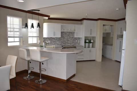 Modern fully equipped 2-bed apartment