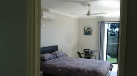 Relaxing coastal studio unit(Unit 2).