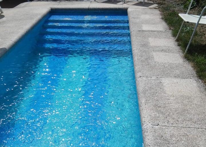 Hogar gallego madera/piedra con piscina y barbacoa