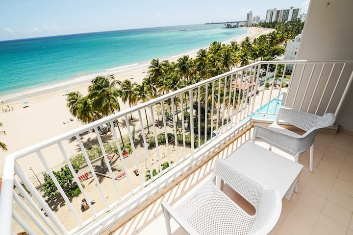 Oceanview Beachfront Apt in Marbella del Caribe!